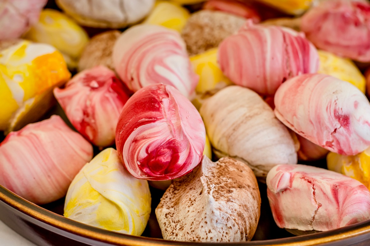 I first came across these amazing meringues by Flower and White at the same  time I came across their amazing Tweener cakes at the Gloucester Quays  Victorian ...